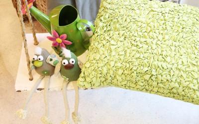 Dekoartikel aus der Green-Pink-Kollektion der Frühjahr-Sommer Ausstellung 2015 - Kissen, Eule und Gießkanne