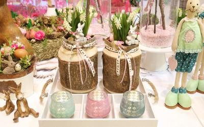 Dekoartikel aus der Ostern-Nostalgie-Kollektion der Frühjahr-Sommer Ausstellung 2015 - Holz-Blumentopf und Teelichtglaser