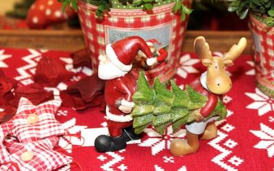 Dekoartikel aus der Weihnachtsaustellung 2012 - Weihnachtsmann Figur mit Rentier