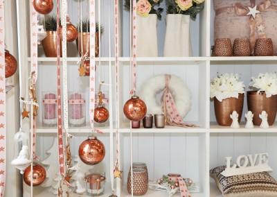 Dekoartikel aus der Kupfer-Kollektion der Weihnachts-Ausstellung 2015 - Christbaumkugel - Teelichglas - Kissen - Vase