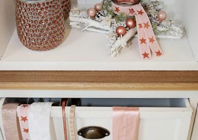 Dekoartikel aus der Kupfer-Kollektion der Weihnachts-Ausstellung 2015 - Christbaumkugel - Teelichglas - Dekoband