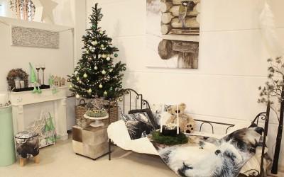 Dekoartikel aus der Mint-Kollektion der Weihnachts-Ausstellung 2015  - Kissen - Tannenbaum - Christbaum - Teelichtglas - Kranz - Wichtel
