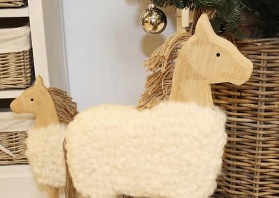 Dekoartikel aus der Natur-Kollektion der Weihnachts-Ausstellung 2015  - Pferd - Wolle