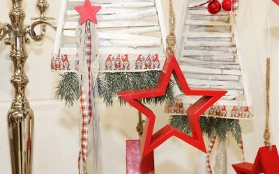 Dekoartikel aus der Rot-Weiß-Kollektion der Weihnachts-Ausstellung 2015  - Stern - Holz - Weihnachtsmann