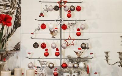 Dekoartikel aus der Rot-Weiß-Kollektion der Weihnachts-Ausstellung 2015  - Stern - Christbaumkugel - Eule - Tannenbaum