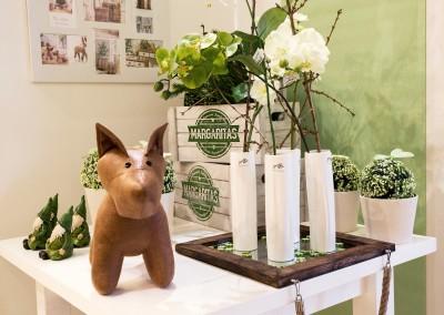 Dekoartikel der Frühlings-Ausstellung 2016 - Grün - Kollektion - Stoffhund - Blumen