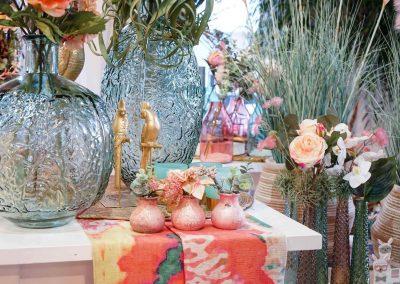 009-willenborg-deko-fruehling-ostern-boho-mint-gold-papagei-vase-kunstblume