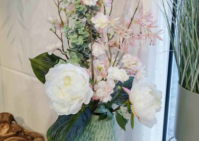 020-willenborg-deko-fruehling-ostern-boho-kunstpflanzen-teelichter-rose-eucalyptus