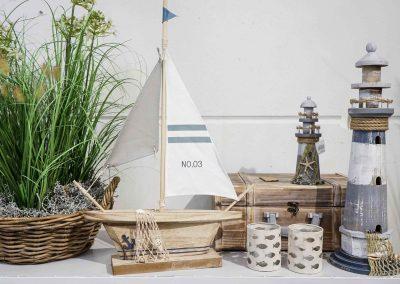 039-willenborg-deko-fruehling-ostern-maritim-segelboot-schiff-leuchtturm-fisch