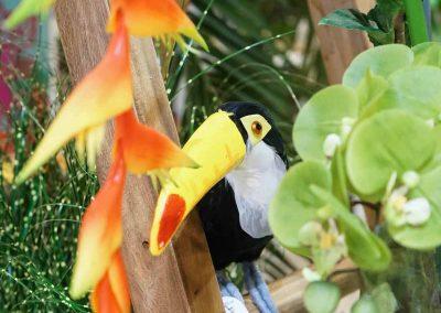 061-willenborg-deko-fruehling-ostern-tropical-sommer-tropisch-pflanzen-papagei-leiter