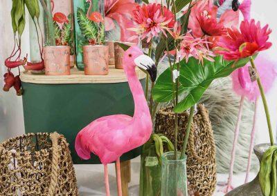 064-willenborg-deko-fruehling-ostern-tropical-sommer-tropisch-pink-rosa-flamingo-korb-vase-pflanze-kunstblume-gruen-federn