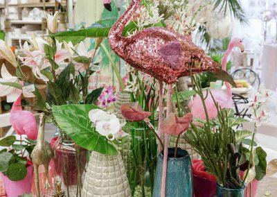 079-willenborg-deko-fruehling-ostern-tropical-sommer-tropisch-pink-rosa-pflanze-kunstblume-summer-gold-flamingo-vase-teelicht