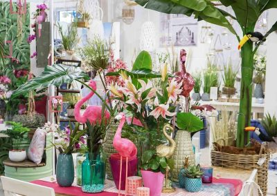 081-willenborg-deko-fruehling-ostern-tropical-sommer-tropisch-pink-rosa-pflanze-kunstblume-summer-gold-flamingo-palme