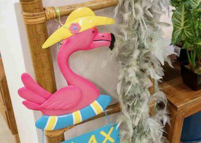 084-willenborg-deko-fruehling-ostern-tropical-sommer-tropisch-pink-rosa-pflanze-kunstblume-summer-gold-flamingo-federboa-strohhut
