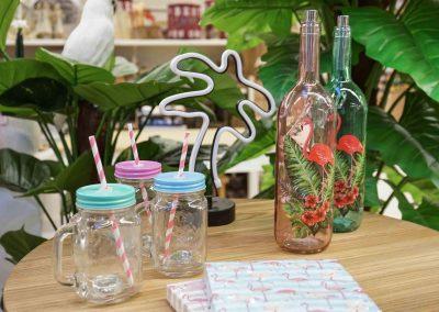 088-willenborg-deko-fruehling-ostern-tropical-sommer-tropisch-pflanze-kunstpflanze-palme-flasche-glas-lampe