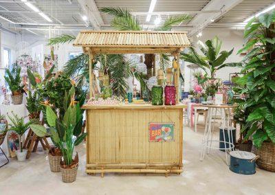 092-willenborg-deko-fruehling-ostern-tropical-sommer-tropisch-pflanze-kunstpflanze-palme-papagei-beach-bar-strand-getraenkespender-cocktail