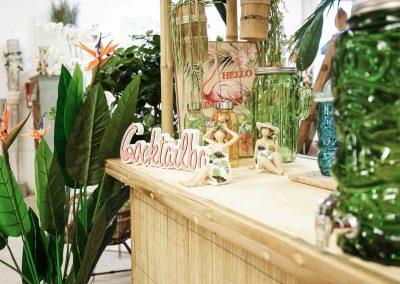 093-willenborg-deko-fruehling-ostern-tropical-sommer-tropisch-pflanze-kunstpflanze-palme-papagei-beach-bar-strand-getraenkespender-cocktail