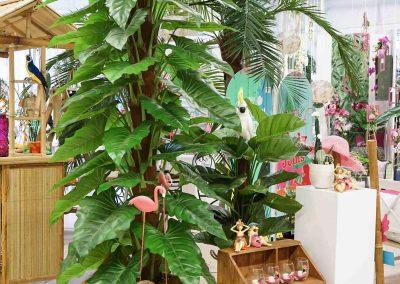 097-willenborg-deko-fruehling-ostern-tropical-sommer-tropisch-pflanze-kunstpflanze-palme-papagei-beach-strand-flamingo
