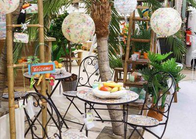 098-willenborg-deko-fruehling-ostern-tropical-sommer-tropisch-pflanze-kunstpflanze-palme-papagei-beach-strand-flamingo-lampinon