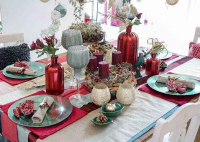 002-winter-weihnachten-deko-ausstellung-2019-willenborg-mannheim-tafelgedeck-tischgedeck-rot-gruen-teelicht-zapfen