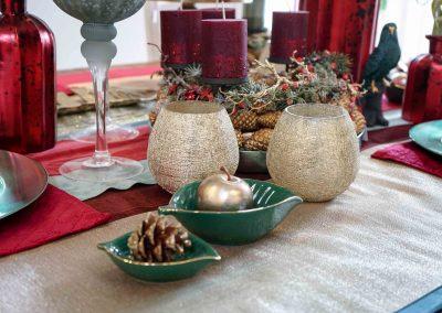 004-winter-weihnachten-deko-ausstellung-2019-willenborg-mannheim-tafelgedeck-tischgedeck-rot-gruen-gold-apfel-teelicht