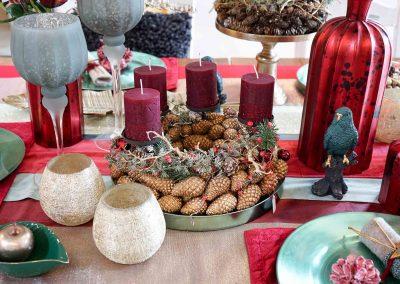 005-winter-weihnachten-deko-ausstellung-2019-willenborg-mannheim-tafelgedeck-tischgedeck-rot-gruen-gold-apfel-teelicht-papagei-adventskranz