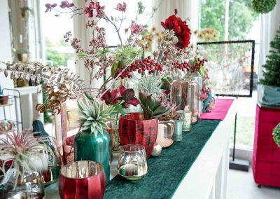 023-winter-weihnachten-deko-ausstellung-2019-willenborg-mannheim-kunstblumen-teelicht-vase-gold-apfel-sukkulente