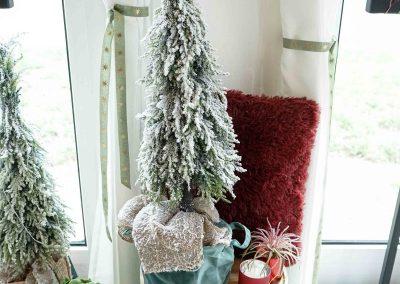038-winter-weihnachten-deko-ausstellung-2019-willenborg-mannheim-tisch-hocker-tannenbaum