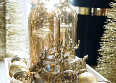 046-winter-weihnachten-deko-ausstellung-2019-willenborg-mannheim-gold--hirsch-samt-hocker-christbaumkugel