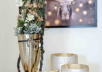 054-winter-weihnachten-deko-ausstellung-2019-willenborg-mannheim-gold-vase-hirsch-reh