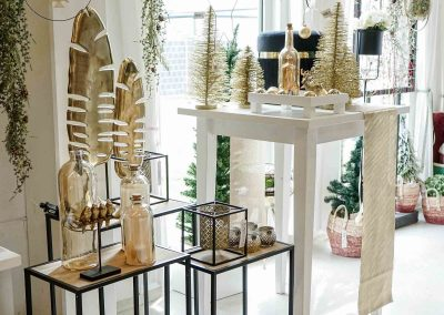 058-winter-weihnachten-deko-ausstellung-2019-willenborg-mannheim-gold-glamour-vase-laterne-industrial