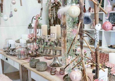 075-winter-weihnachten-deko-ausstellung-2019-willenborg-mannheim-rosa-romantik-cozy-christbaum-kugel