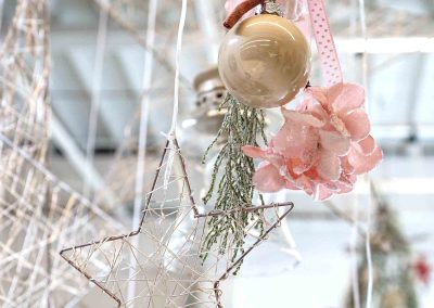 081-winter-weihnachten-deko-ausstellung-2019-willenborg-mannheim-rosa-romantik-cozy-christbaum-schmuck-kugel-stern