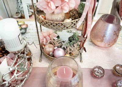 092-winter-weihnachten-deko-ausstellung-2019-willenborg-mannheim-rosa-romantik-cozy-etagere-windlicht-kerze-adventskranz