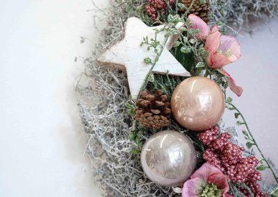 095-winter-weihnachten-deko-ausstellung-2019-willenborg-mannheim-rosa-romantik-cozy-kranz-christbaum-kugel-stern