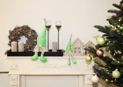 Dekoartikel aus der Mint-Kollektion der Weihnachts-Ausstellung 2015 - Teelichtglas - Tannenbaum - Wichtel - Christbaumkugel